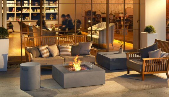 Commercial Space - Base Tables extérieure by EcoSmart Fire