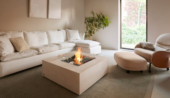 Private Residence - Base Tables extérieure by EcoSmart Fire