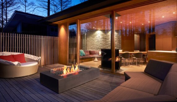 Private Residence - Wharf Tables extérieure by EcoSmart Fire