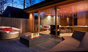 Private Residence - Wharf 65 Tables extérieure by EcoSmart Fire