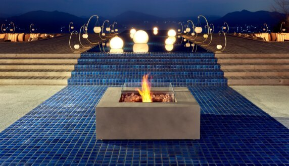 Commercial Space - Base Tables extérieure by EcoSmart Fire