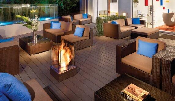 Kimber Modern Hotel - Mini T Cheminées extérieure by EcoSmart Fire
